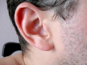 Claves para cuidar tus oídos del calor y la humedad