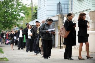 Solicitudes de subsidios por desempleo en EEUU siguen cayendo