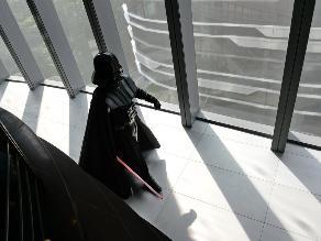 Darth Vader inaugura el Sandcrawler en Singapur