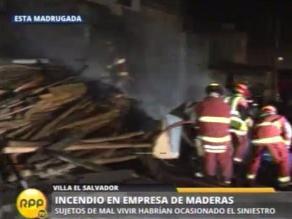 Crónica de madrugada: caen dos ´cogoteros´ y aplacan incendio en VES