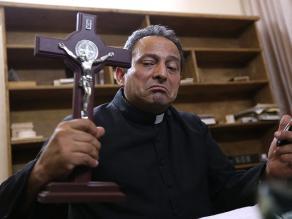 México: Cura lucha contra narcos con rosario y chaleco antibalas