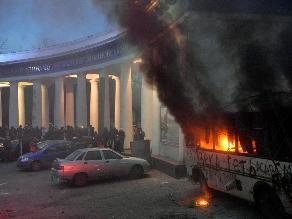 Ucrania: Violentas manifestaciones junto a sede del Gobierno