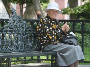 Adultos mayores entre la soledad y el abandono