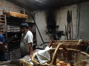 Arequipa: decomisan más de 2 mil kilos de pan y tortas con hongos