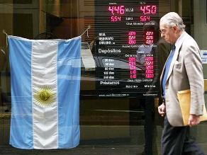 Argentina relaja control de cambios tras derrumbe del peso