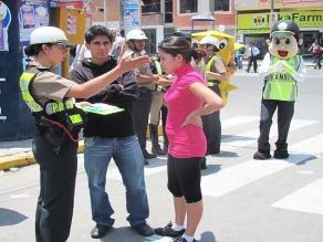 Piura: embarazada muerde y araña a mujer policía