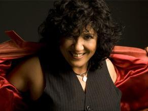 Rosana confiesa que le gusta escuchar su último disco