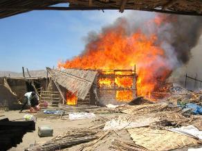Arequipa: incendio consume tres viviendas en Chala
