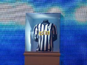 40ee0e13b7653 Alianza Lima presentó su nueva camiseta para la temporada 2014