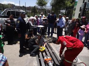 Arequipa: niño quedó atrapado en rejilla de drenaje