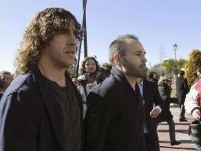 Iniesta, Puyol y Xavi dan último adiós a extécnico español Luis Aragonés