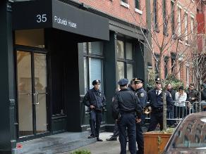 Policía resguarda la zona donde fue hallado Philip Seymour Hoffman