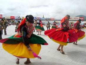 Vea el concurso de danzas originarias por La Candelaria