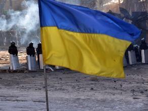 Choque de tren contra autobús deja 12 muertos en Ucrania