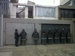 Familiares y policías en retiro marcharon por las calles de Arequipa