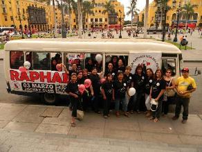 Fans de Raphael recorrieron las principales calles de Lima