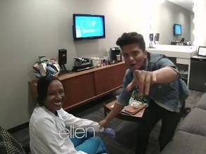 Bruno Mars y Ellen DeGeneres hacen una broma a enfermera