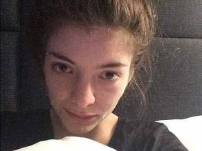 Lorde se muestra sin maquillaje y con crema para el acné