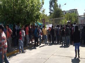 Usuarios exigen rebaja del precio de pasajes en la vía Juli - Puno