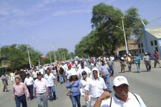 Transportistas acatan paro de 24 horas en Puno