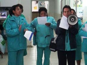 Enfermeras y obstetras se disputan atención del recién nacido
