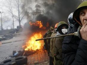 Situación se agudiza en Ucrania: manifestantes retienen a 67 policías