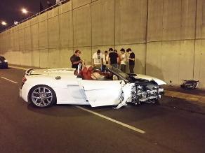 Tres autos modernos chocan por hacer piques en la avenida Javier Prado