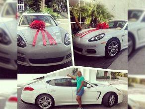 LeBron James sorprende a su madre con un Porsche de 150 mil euros