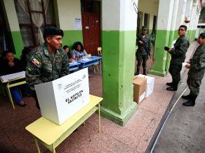 Oposición gana alcaldías en Quito y Guayaquil, según sondeo