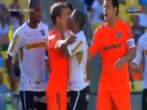 Jugadores brasileños se pelean y luego se besan en la boca