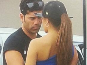 Carlos ´Tomate´ Barraza besa a bailarina