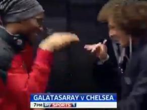 Didier Drogba y su peculiar saludo con el brasileño David Luiz