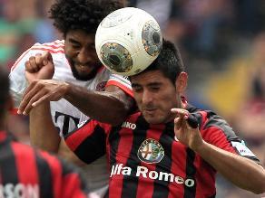 Frankfurt con Carlos Zambrano vence a Stuttgart por la Bundesliga