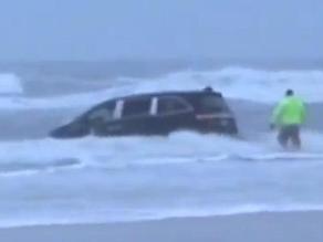 EEUU: Mujer intenta suicidarse junto a sus hijos en el mar