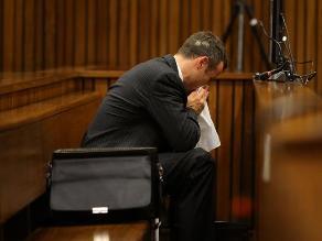 Pistorius vomita en tribunal al oír los detalles de autopsia de su novia