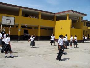 Ica: más de 200 alumnos inician clases en módulos deteriorados