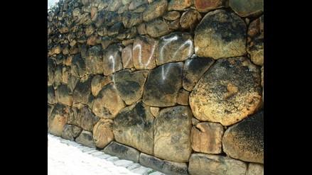 Cusco: desconocidos pintan muro inca en Ollantaytambo