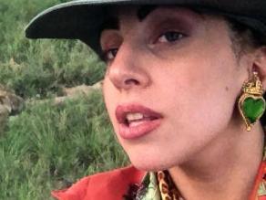 Lady Gaga aparece desnuda en una bañera