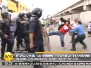 Comerciantes se enfrentan con serenos en exteriores de La Parada