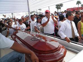 Agentes de Homicidios de Lima investigan crimen de exconsejero