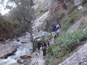 Áncash: joven desaparece en río Santa tras vuelco de cargador frontal