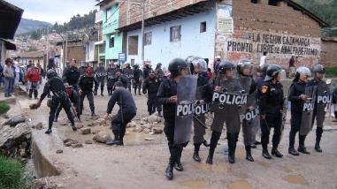 Policía despeja vía Cajamarca-Bambamarca
