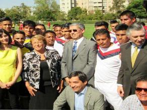 Presidenta chilena Michelle Bachelet visitó a club peruano Incas del Sur