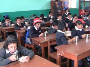 Padres de familia denuncian mala manipulación de desayunos escolares