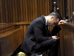 Novia de Pistorius estaba en posición defensiva cuando murió, afirman