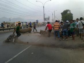 Arequipa: mineros siguen obstaculizando Panamericana Sur