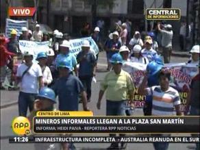 Mineros informales marchan por el Centro de Lima