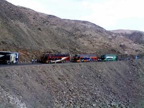 Arequipa: pasajeros varados en la Panamericana Sur están desesperados
