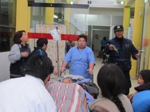 Dos policías heridos en enfrentamientos con mineros llegaron a Arequipa