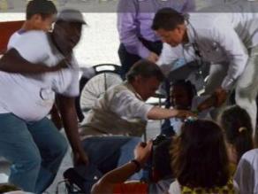 El presidente colombiano se cae de una bicicleta en un acto con víctimas